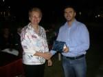 Απονομή τιμητικής πλακέτας στην κ. Σταυρούλα Σδρόλια, από τον Περιφερειακό Σύμβουλο Θεσσαλίας κ. Αθ.Παιδή